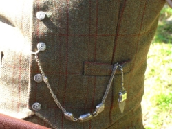 Lady Chrystel kilts from France  Détail d'un gilet en tweed